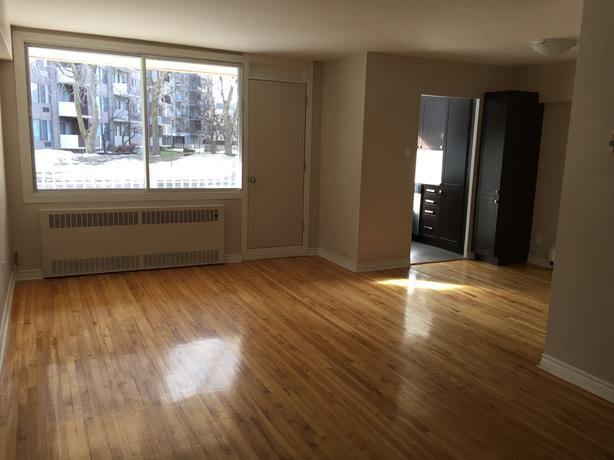 Large 4.5 on 2 floors / renovated / pet friendly / Cote-Saint-Luc