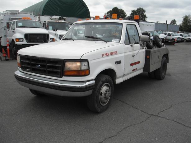 1996 Ford F-350 XL Regular Cab DRW 2WD Tow Truck Diesel
