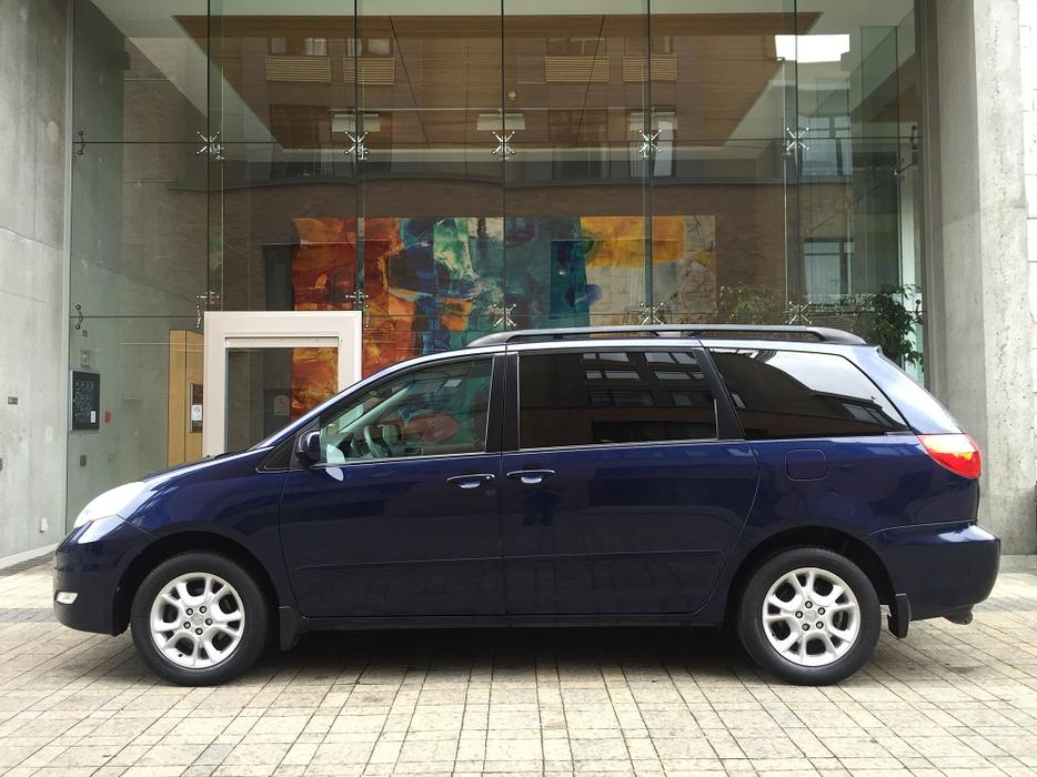 2006 toyota sienna le awd on sale 3rd row seating no accidents outside cowichan valley. Black Bedroom Furniture Sets. Home Design Ideas