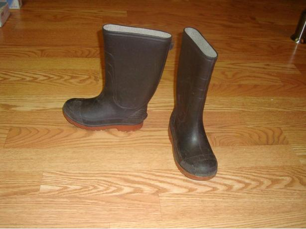 Like New Size 12 Toddler Rainboots - $6