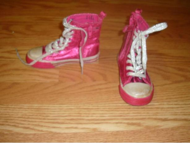 Like New Runners hi-top pink size 9 toddler - $6