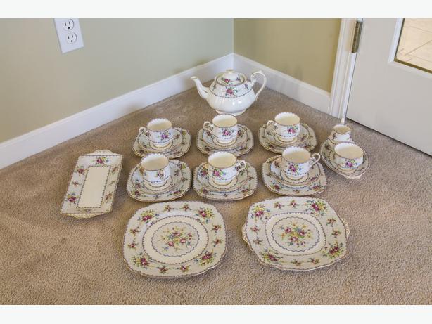 ROYAL ALBERT PETIT POINT 26-PIECE CHINA TEA SET