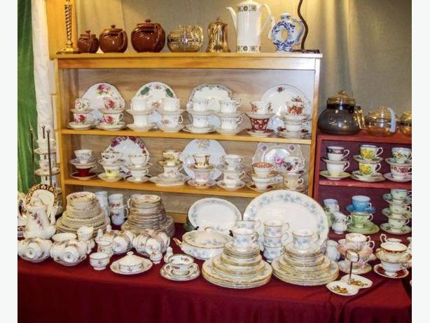 I BUY ESTATE SALES HOUSEHOLD ITEMS LIKE PYREX CHINA GLASS PORCELAIN