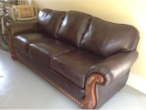 BRAND NEW QUALITY LEATHER COUCH BY OWNER North Saanich Sidney Victoria