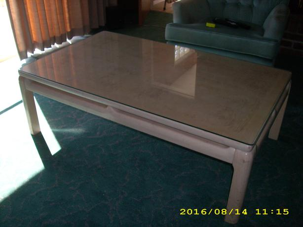 Coffee table w removable glass topfree veneer over for Coffee table with removable glass top