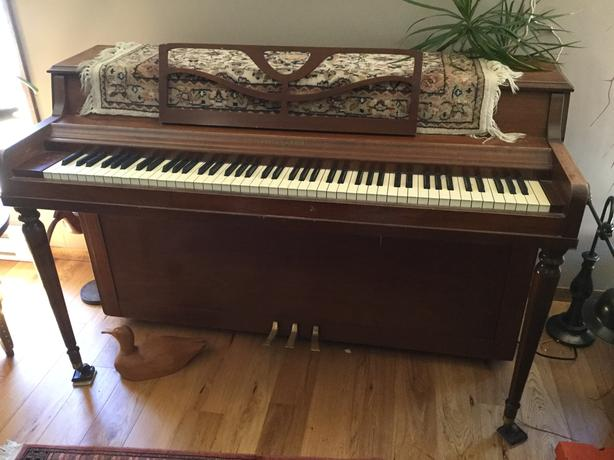 Piano upright apartment sized parksville nanaimo for Smallest piano size