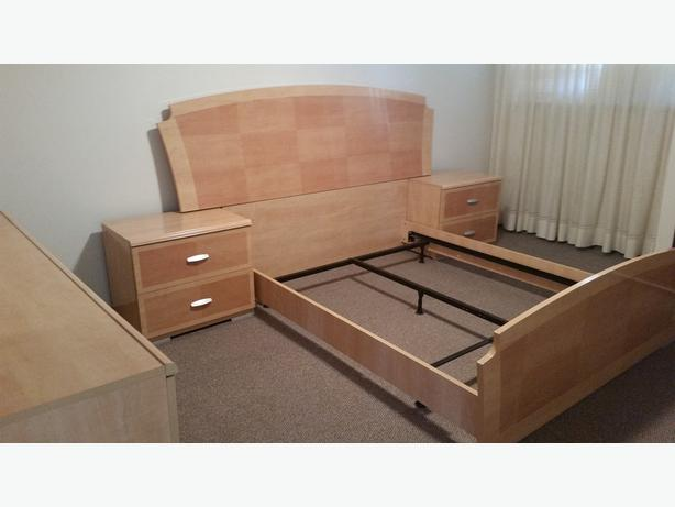 new 4 piece bedroom set without box spring and mattress oak bay victoria. Black Bedroom Furniture Sets. Home Design Ideas