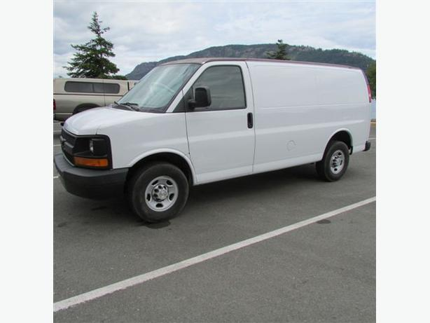 2009 Chevy Express 3500 HD Cargo Van - 95,000km
