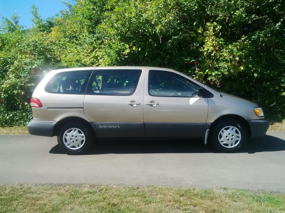 2002 Toyota Sienna Ce Plus 5 Door 7 Passenger Mini Van