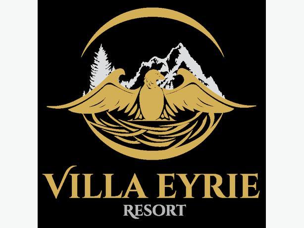 Bell/Valet Attendant for the Villa Eyrie Resort