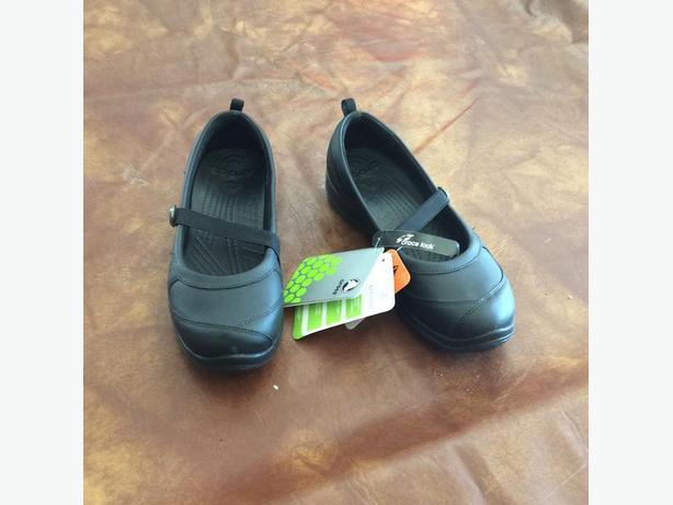 Crocs- juniper -black -size 8