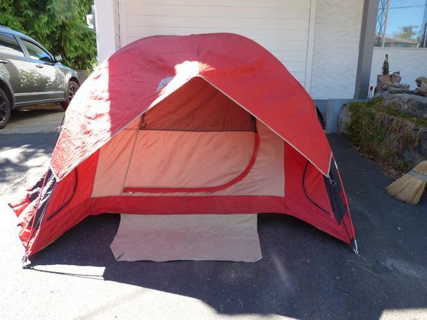 Ozark Trail - Sport Dome Tent (sleeps 3-4) & Ozark Trail - Sport Dome Tent (sleeps 3-4) Saanich Victoria
