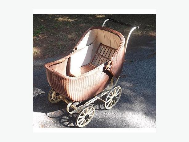 Antique Baby/Doll Carriage
