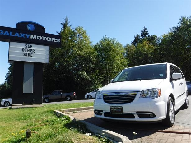 2015 Chrysler Town & Country Touring - Leather, Bluetooth, Backup Camera