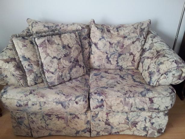 MATCHING CHESTERFIELD, LOVE SEAT & 4 DECORATOR PILLOWS