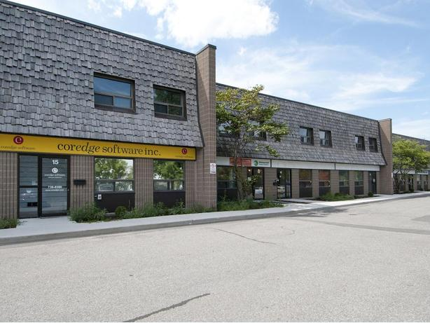 Double Unit Office in St. Laurent Industrial Park