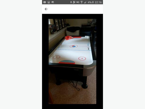 LOWERED PRICE- EUC Air hockey table