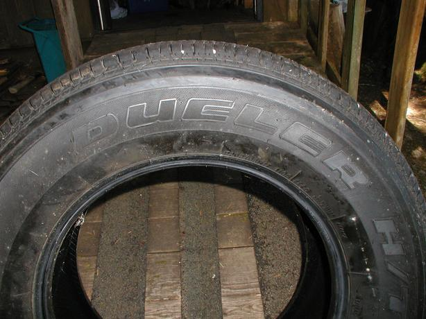 Bridestone Dueler H/T Allseason tire