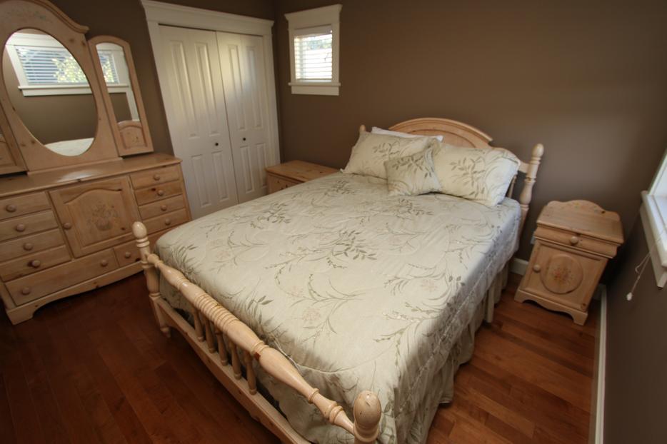 Vaughn furniture 7 piece bedroom set with queen bed 7 piece queen bedroom furniture sets