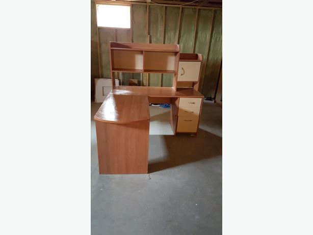 Computer Desk, L Shaped with Hutch