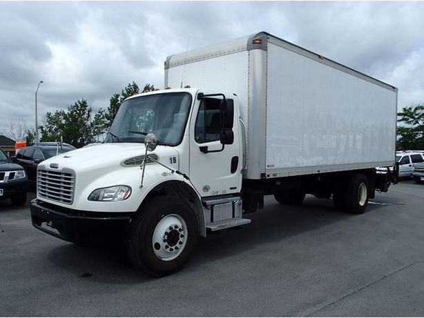 2010 Freightliner M2 Dynamax M2-24' Box Truck w/Power Rear Gate