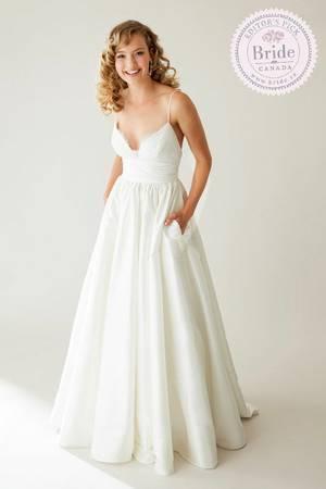 Beautiful new wedding dress victoria city victoria for Used wedding dresses victoria bc