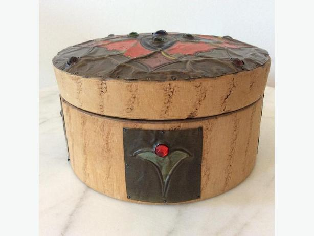 ANTIQUE ARTS & CRAFTS WOODEN BOX, FRANCE
