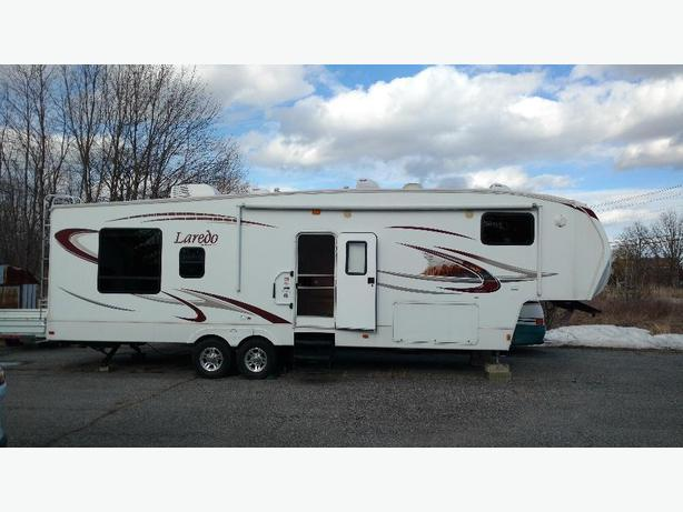 2010 Keystone Laredo Fifth Wheel Trailer