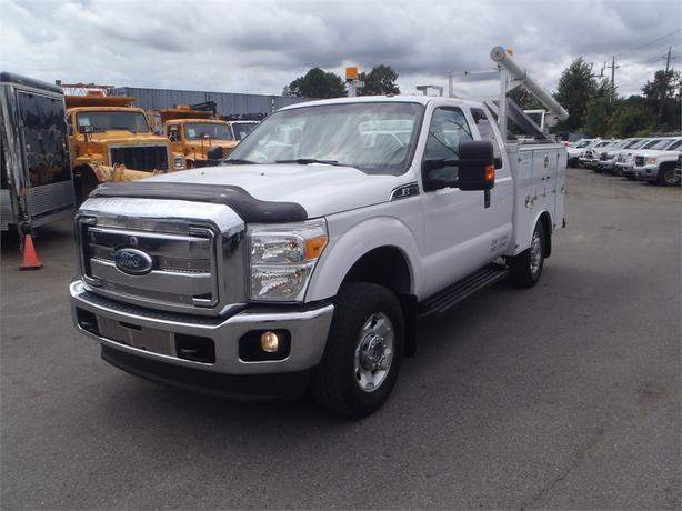 2011 Ford F-350 Xlt Sd SuperCab with Service Box 4WD