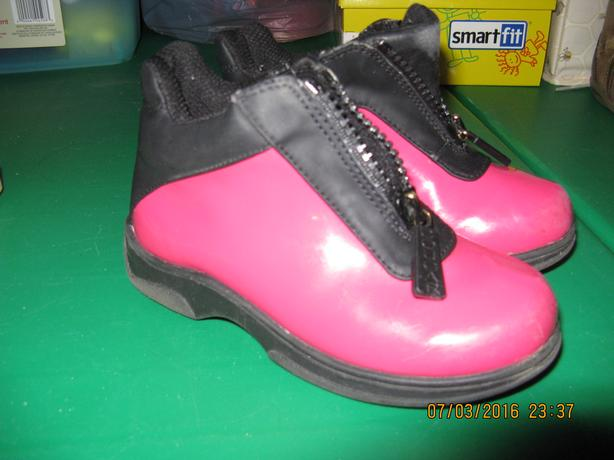Pink rainboots child size 9