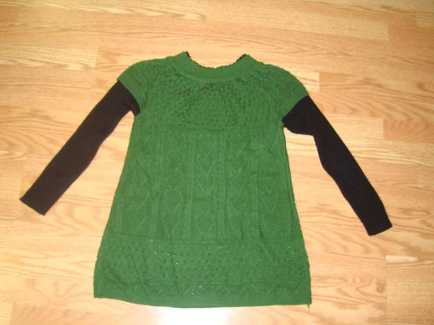 Like New Sweater Green Black Woman Size M - $2