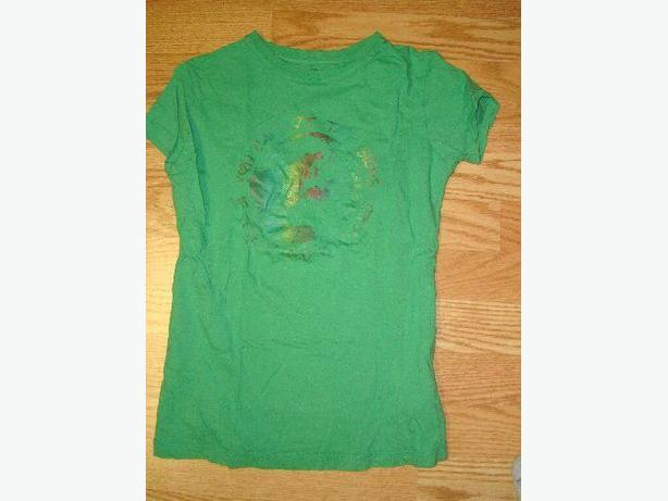 Like New Green T-Shirt Youth Size S-M  - $1
