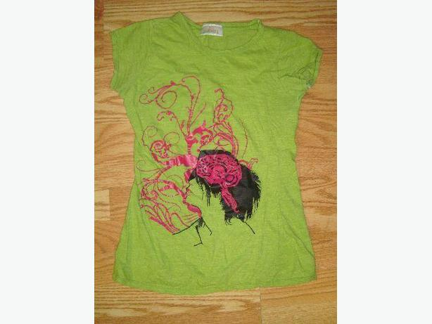 Like New Green T-Shirt Youth Size S-M - $2