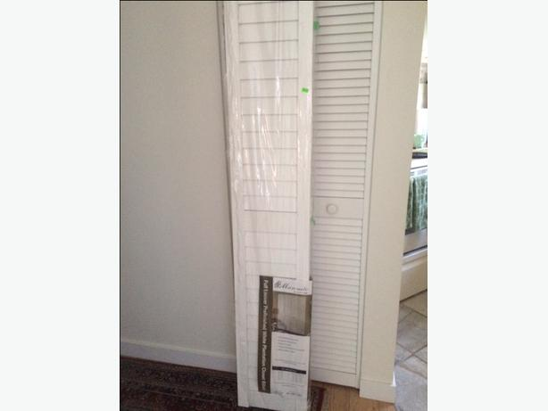 Pair Masonite bifold closet doors *NEW*