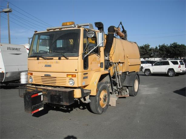 2000 Freightliner Johnston FC70 Cargo Street Sweeper Cummins Diesel