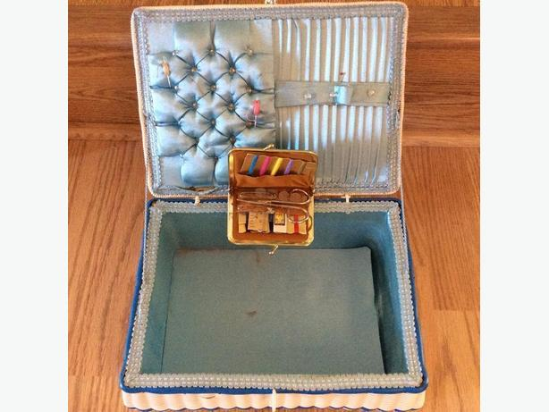 OLD PLASTIC WICKER SEWING BASKET & ACCESSORY KIT