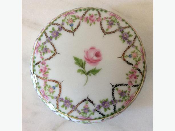 OLDER PORCELAIN ROSE COVERED TRINKET JAR
