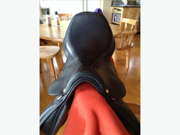 "Regal jumping saddle 17"" seat as new"