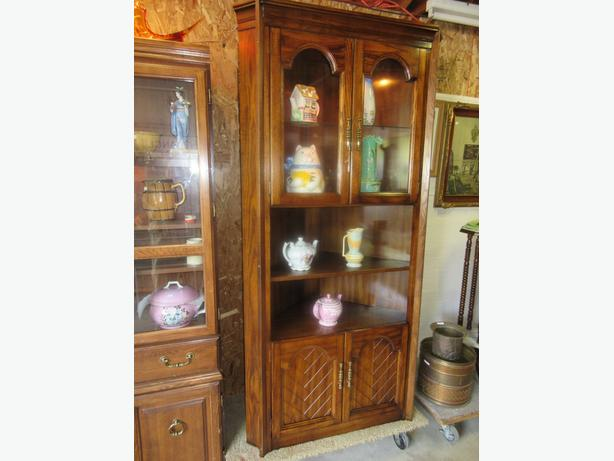 ESTATE CORNER CHINA CABINET FROM 1960S