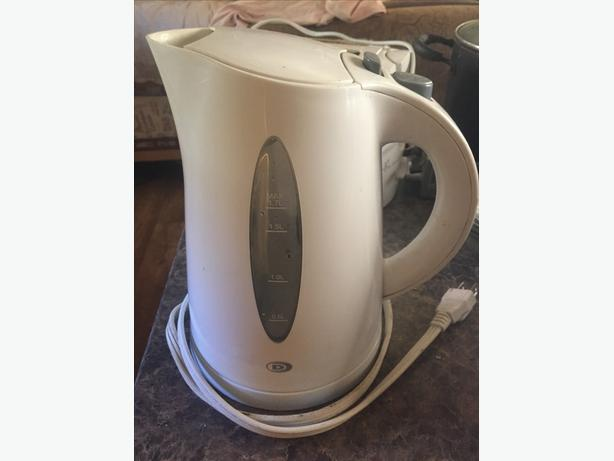 clean and functional toaster and kettle bundle