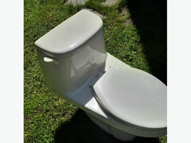 American Standard Cadet One-Piece Elongated Toilet