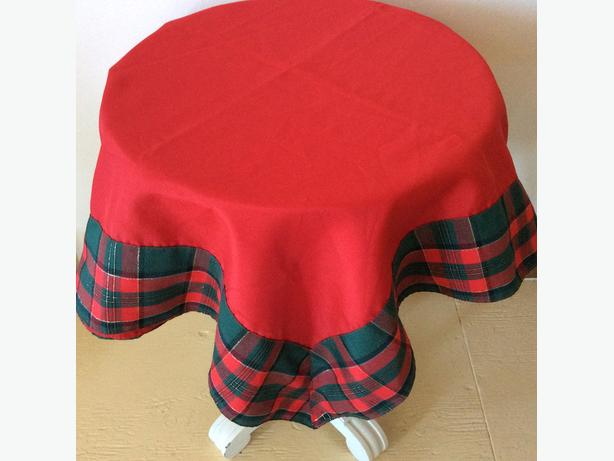 60 INCH CHRISTMAS TABLECLOTH