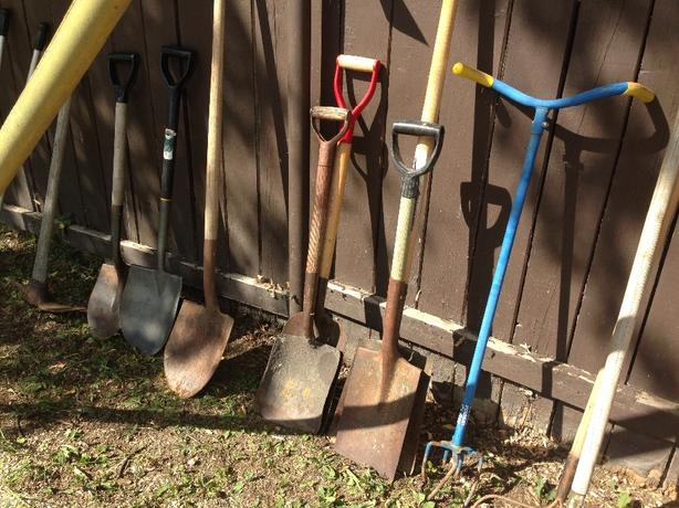 Gardening and landscaping tools central regina regina for Gardening tools required