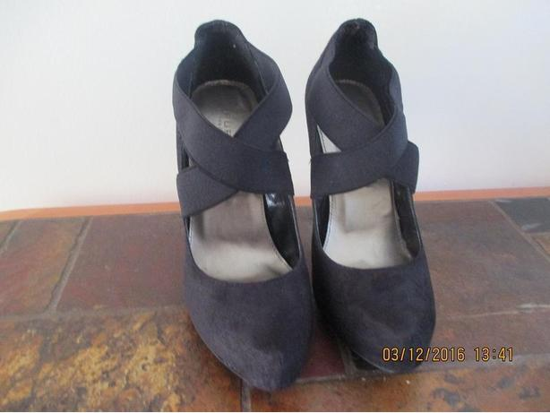 Size 8 Ladies' Shoes