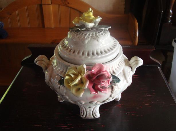 Beautiful Capodimonte ceramic/porcelain floral pot with lid - $20