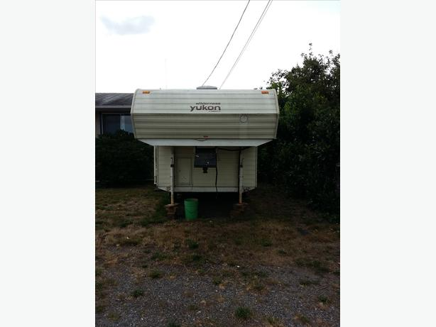 mobile homes for sale kamloops bc with 18 Ft 5th Wheel 28049829 on Orphan Trusses For Sale All 50 Off Or More 25337051 also 2007 Takena 1860 Travel Trailer  25059635 furthermore 1987 Travelaire 22908660 likewise Class C RV For Sale Needs Work 25297788 furthermore 18 Ft 5th Wheel 28049829.