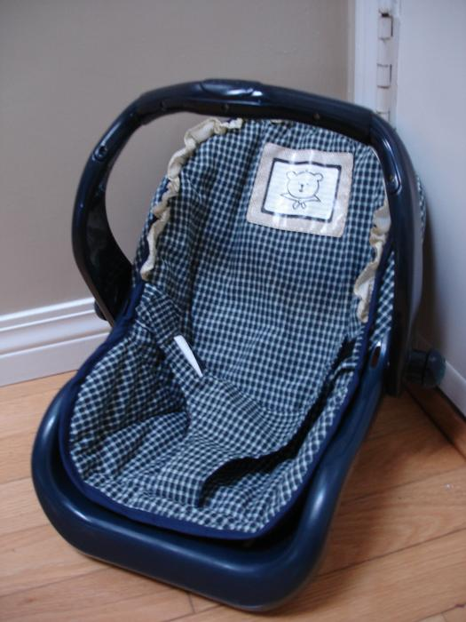 Very Cute Graco Baby Doll Car Seat Carrier With Washable