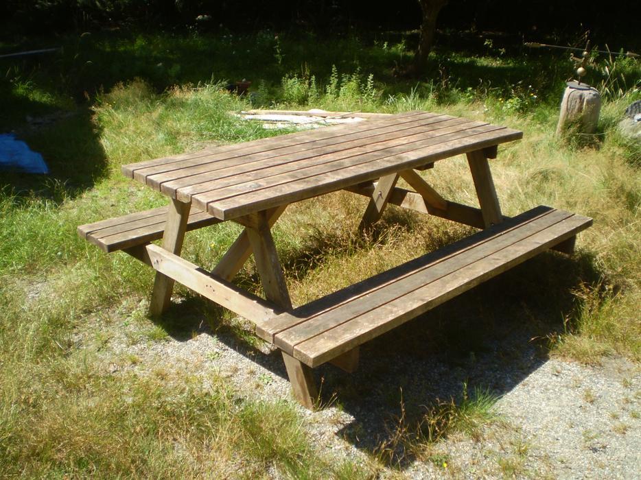 Solid Used Cedar Picnic Table Quadra Island Courtenay Comox