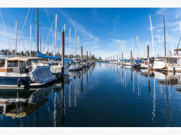 Fairwinds Marina - Moorage Available