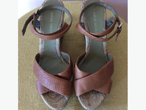 "SIZE 7M LADIES NINE WEST SHOES - 4"" PLATFORM WEDGE SANDALS"